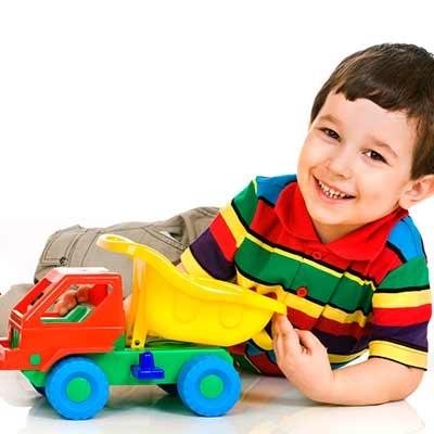 Coches, camiones y otros vehículos infantiles